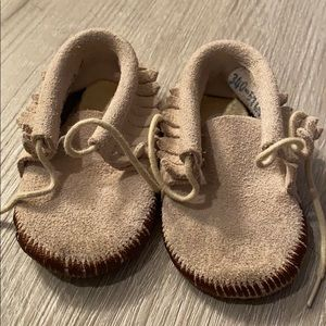 VINTAGE LEATHER BABY MOCCASINS